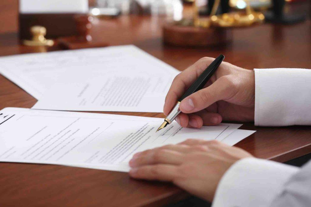 Testament wird unterzeichnet