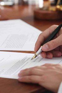 Vertrag wird unterzeichnet